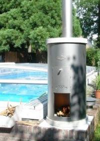 Verwarming op hout van een zwembad