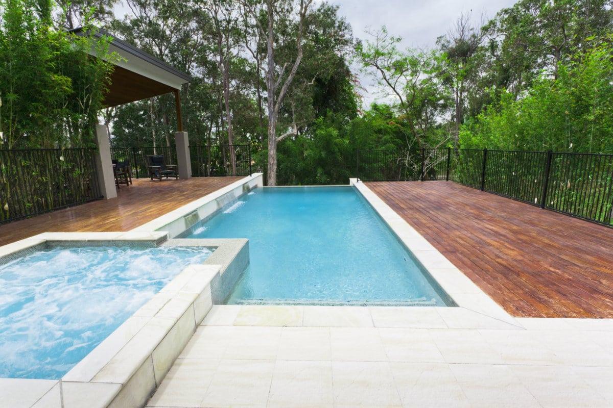 Bouwkundig zwembad voor en nadelen opties prijzen for Zwembad plaatsen in tuin
