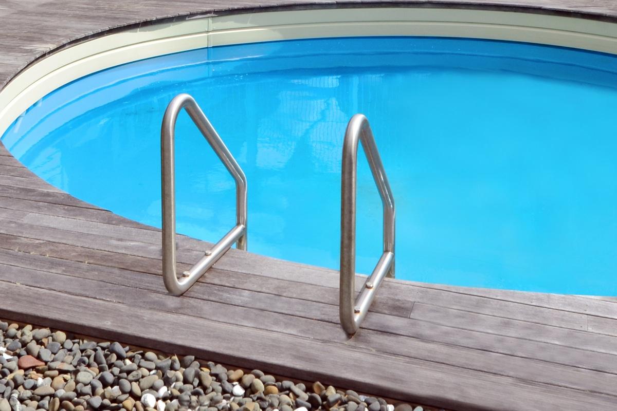 klein zwembad zonder een zwembadafdekking