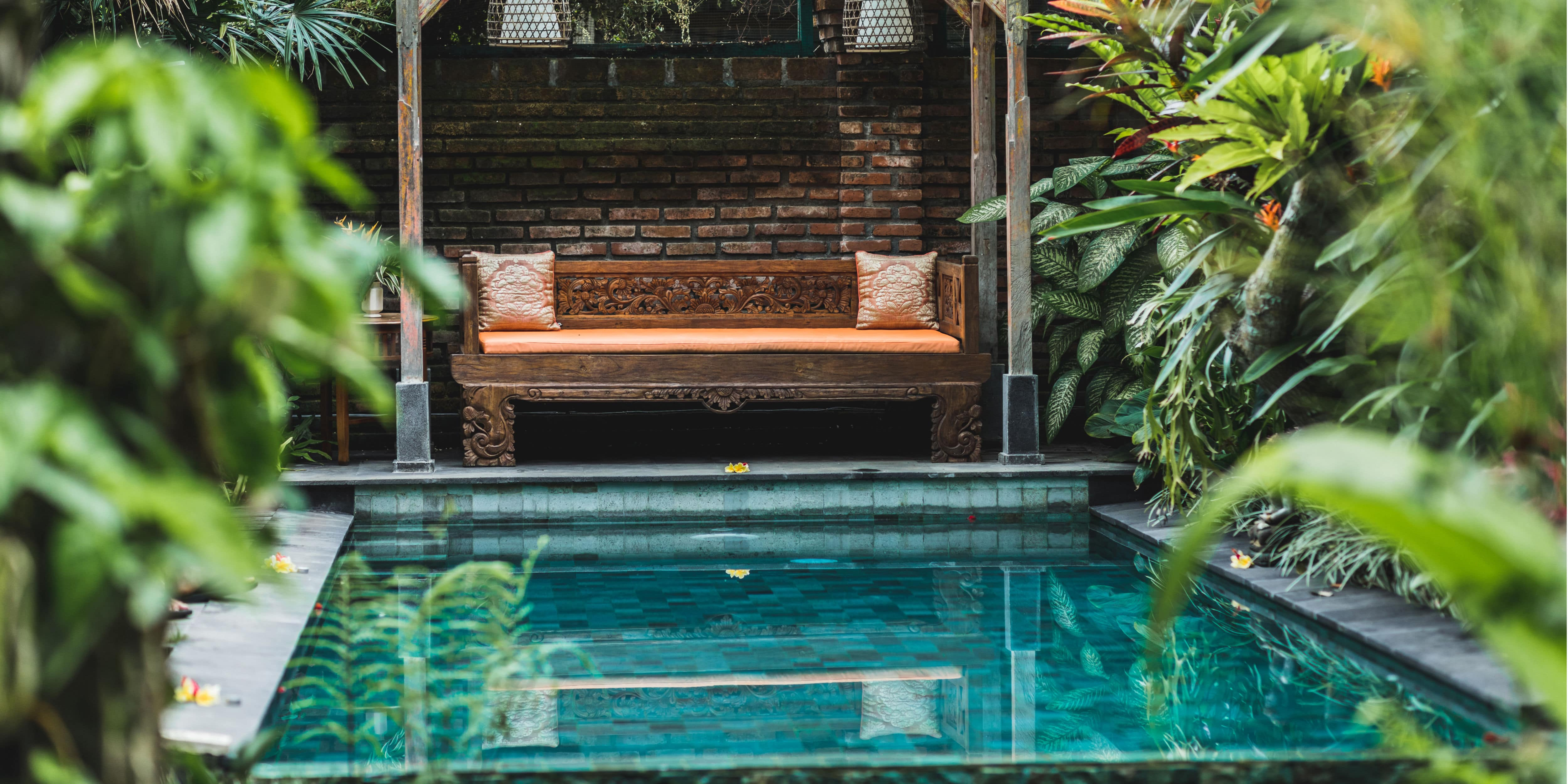 zwembad in kleine tuin